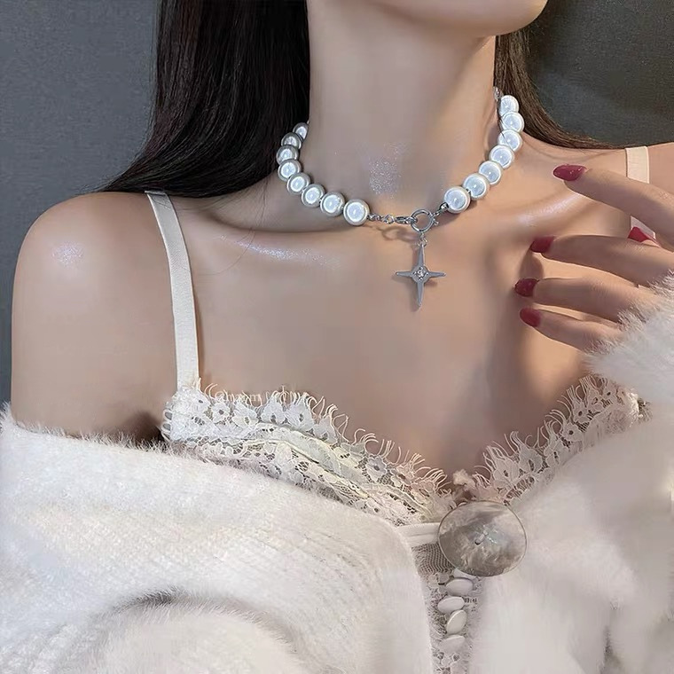 Niche Laser Fashion Reflective Luminous Bead Necklace Female Fluorescent Tide Pearl Clavicle Chain Stitching Pearl Necklace