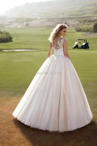 Image 2 - Roze Baljurk Tulle Wedding Jurken O Hals Mouwloos Floor Lengte Kant Applicaties Button Bruidsjurken Vestido De Noiva Custom