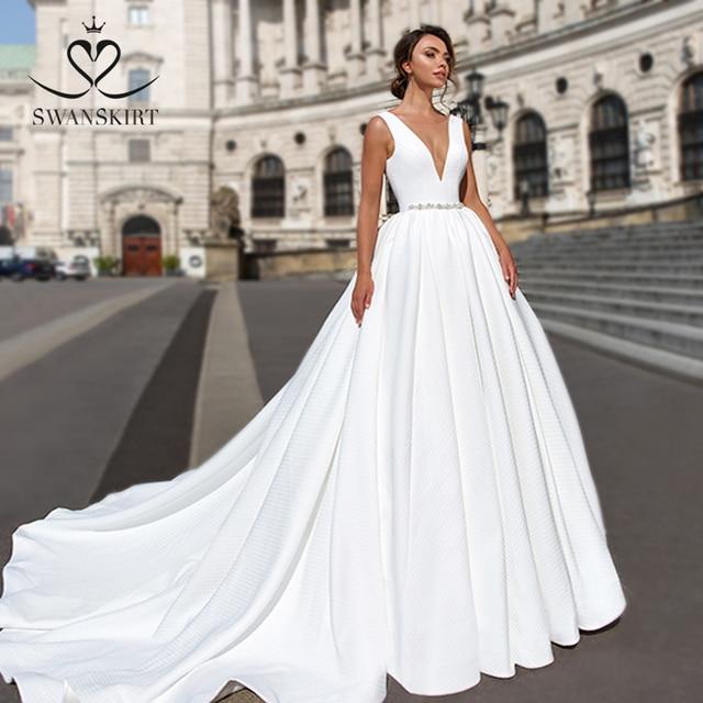 Elegant V neck Satin Wedding Dress Swanskirt F101 Crystal Belt Backless A Line Court Train Princess Bridal Gown Vestido de novia