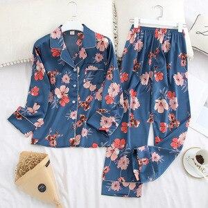 Image 3 - Conjunto de pijama de solapa de Satén de seda de hielo para mujer, Pijama estampado de moda, Conjunto de pijama de manga larga