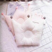 Nueva almohada para dar forma al bebé, previene la cabeza plana, almohadas de cama con puntos y corona para bebés, accesorios de decoración para habitaciones para niños y niñas