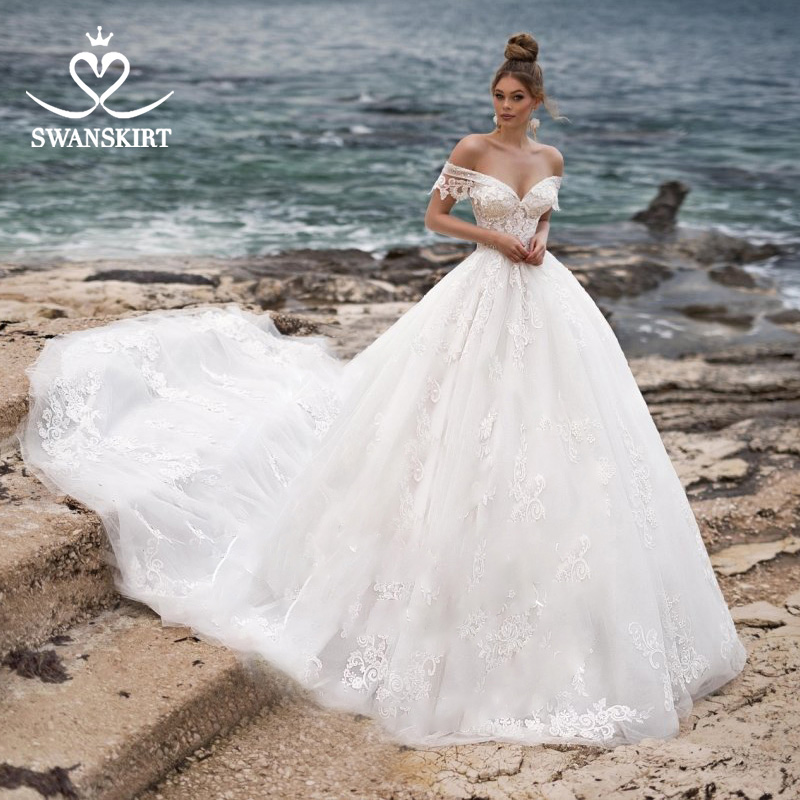 Swanskirt Sweetheart Ball Gown Wedding Dress 2019 Sexy Appliques lace Flowers Royal Train Tulle Bride gown Robe De Mariage N104-in Wedding Dresses from Weddings & Events