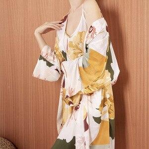 Image 4 - Sıcak satış bayanlar pijama seti konfor gevşek 3 adet Set çiçek baskılı zarif yumuşak gecelik Femme pijama bahar ve sonbahar