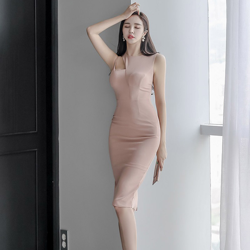 2020 summer dress new Korean version of the ladies' temperament Slim leaky shoulder professional bag hip dress
