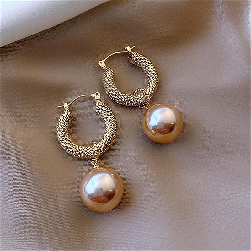 2020 New Arrival Dominated Fashion Fine Pearl Drop Earrings Contracted Senior Geometric Metal Temperament Women Earrings Jewelry