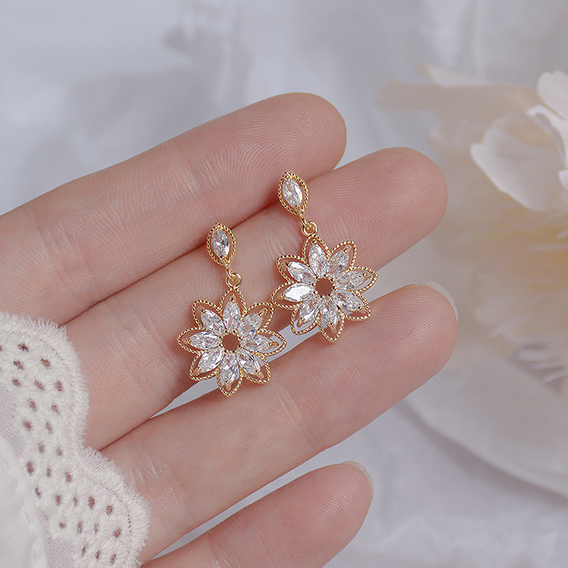 14K Real Gold Dainty Korean Flower Earrring for Women Bling AAA Zirconia Hollow Lace Stud Earring Wedding Brincos Bijoux Gift