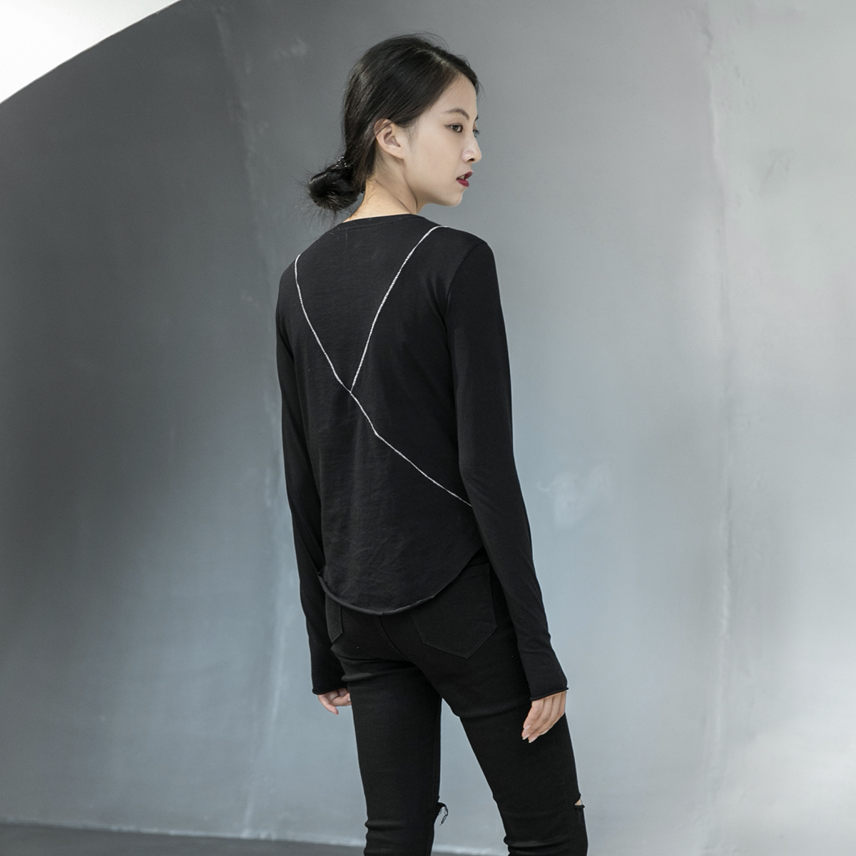 [EAM] Women Black Line Split Joint Temperament T-shirt New Round Neck Long Sleeve  Fashion Tide  Spring Autumn 2020 1DA905 7