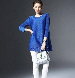 Image 3 - Primavera mujer ropa camiseta larga Simple Please plisado Midi manga suelta camisas de color liso rebordear Casual camiseta ropa de trabajo