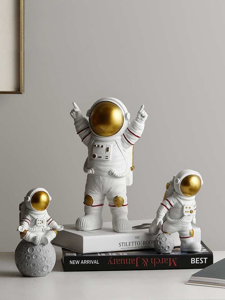 Nordic Modern Astronaut miniature figurines Resin Craft Home fairy garden desk decoration Furnishing articles room accessories