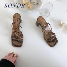 ¡Novedad de 2020! Sandalias de verano para mujer, tacón cuadrado, tacón grueso, estampado de marea cruzada, zapatos de mujer romanos, zapatos de fiesta Vintage