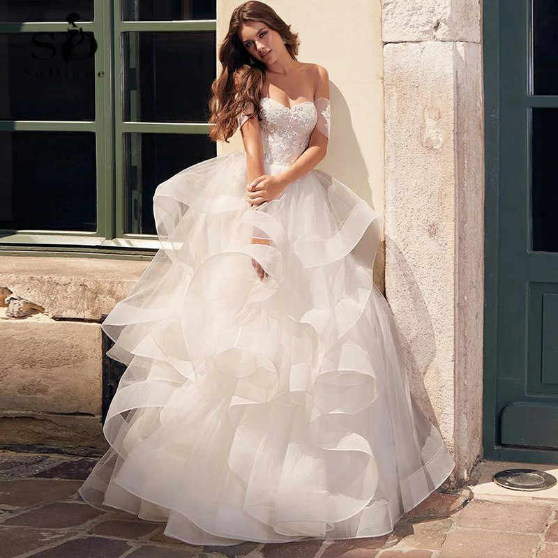 Discount Newest Design V-neck Spaghetti Straps With Ribbon High Quality Handmade Champagne Elegant  Lace Wedding Dress Ball Gown