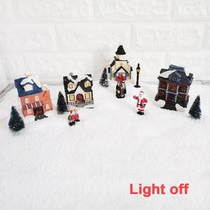 Image 4 - Casa de pueblo de invierno de Navidad con luz LED con temporizador, figuritas de Navidad, accesorios para el paisaje de pueblo, juego de accesorios