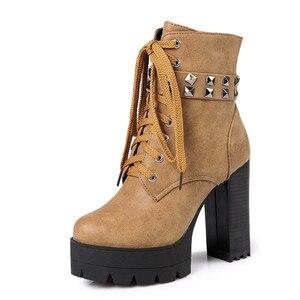 Image 2 - YMECHIC الخريف الشتاء الشرير القوطية روك الدانتيل يصل كتلة عالية الكعب منصة أحذية امرأة الأسود المسامير حزام حذاء من الجلد حجم كبير 43