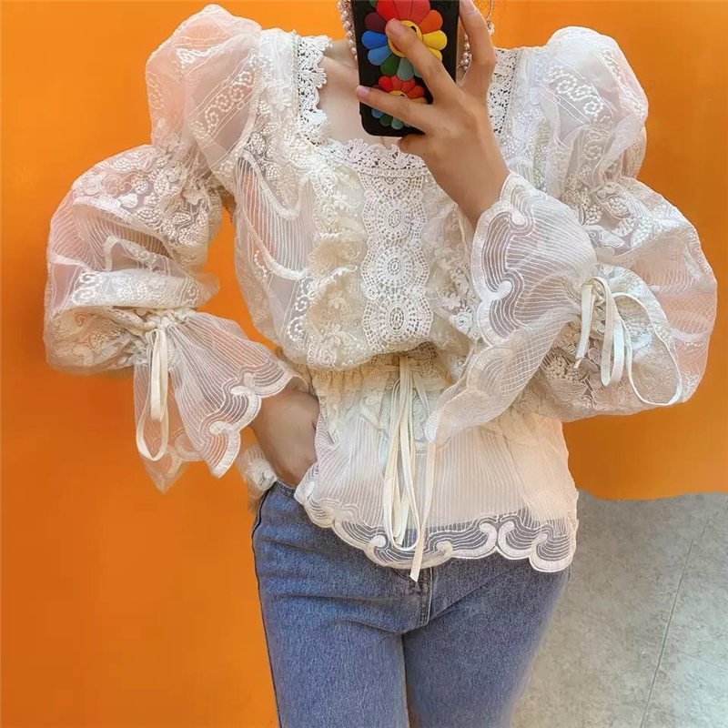 Женская кружевная блузка на завязках белая приталенная с квадратным