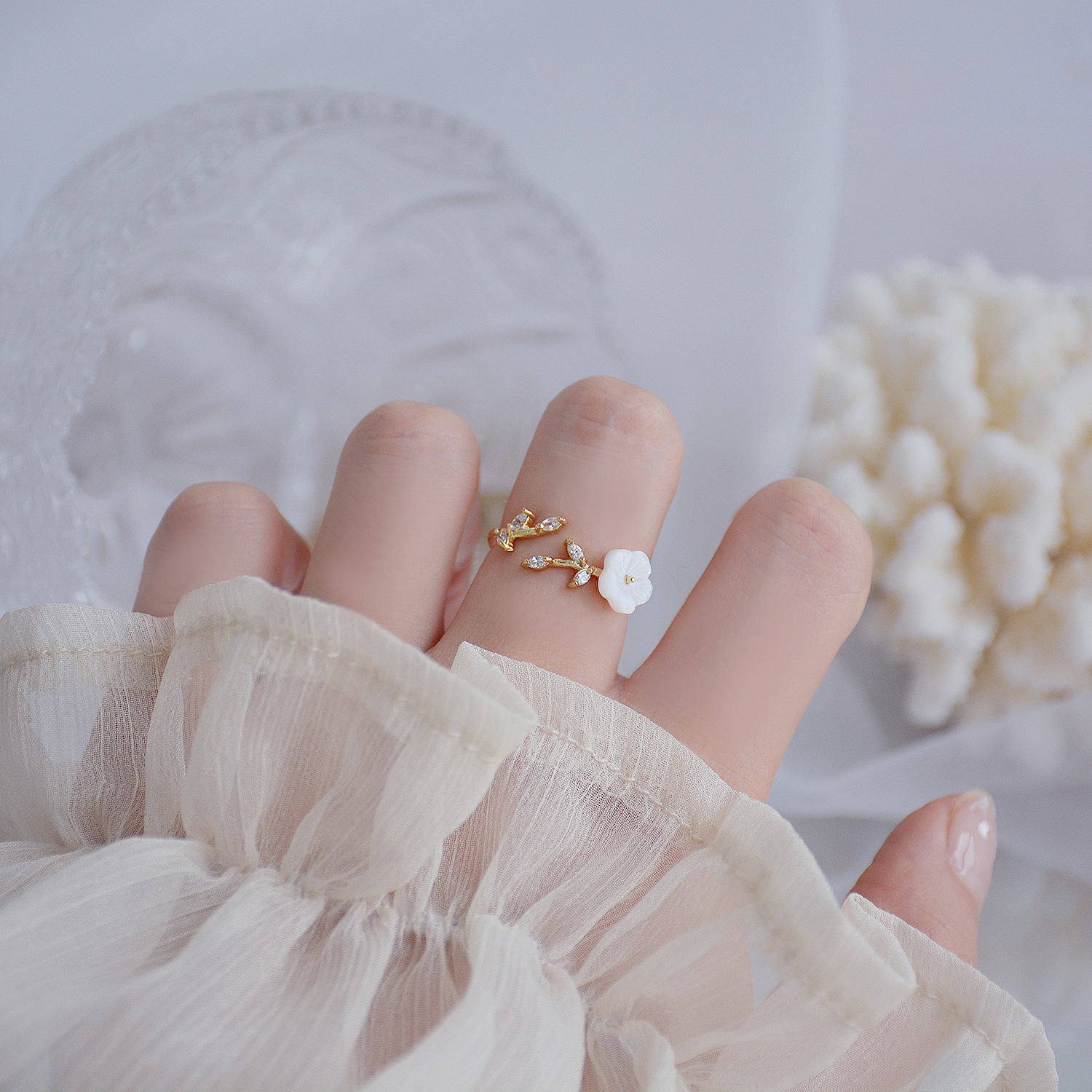 South Korea's new design fashion jewelry exquisite copper inlaid zircon leaf shell flower open female ring
