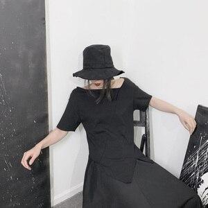 Image 2 - [EAM] المرأة الأبيض غير المتكافئة سبليت المشتركة تي شيرت جديد الجولة الرقبة ملابس بأكمام قصيرة المد الربيع الخريف 2020 19A a662