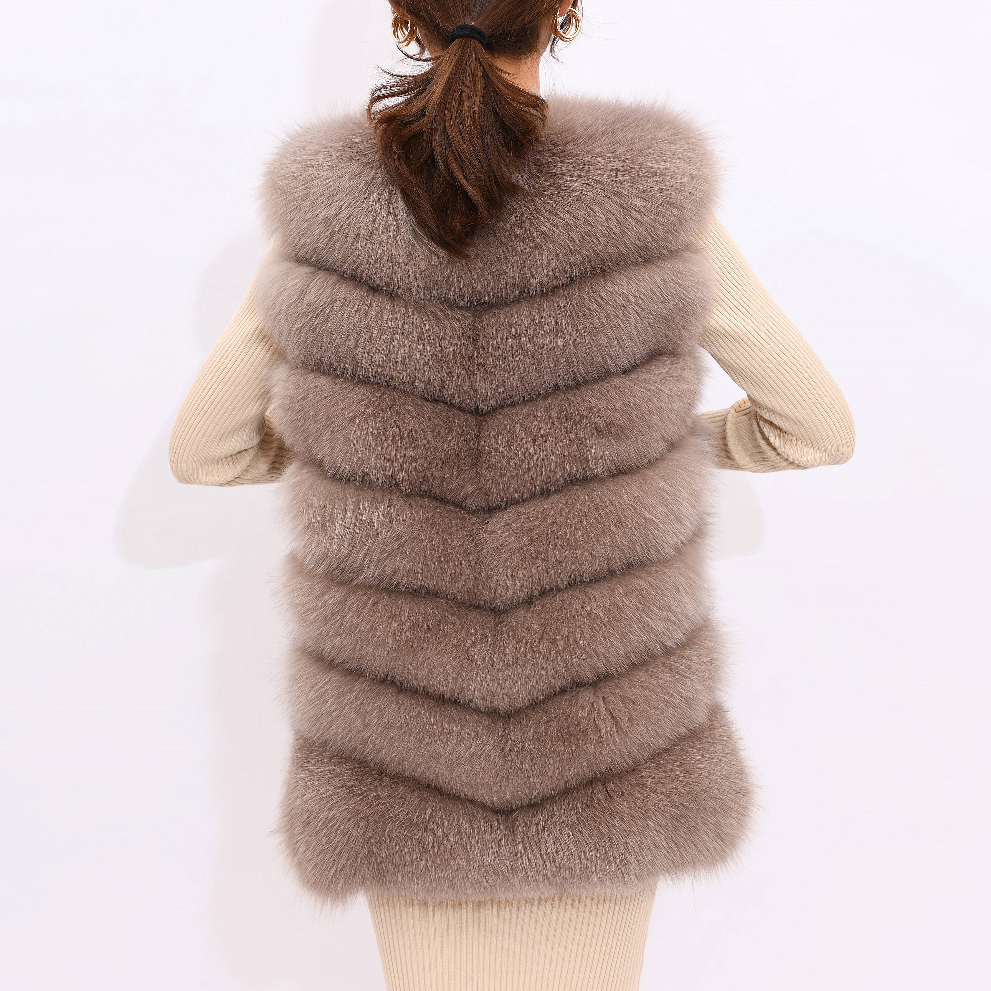 Image 2 - 2019 new women's winter real fox fur vest, real fox fur jacket, 100% natural real fur coat, high quality stylish warm sleeveless-in Real Fur from Women's Clothing