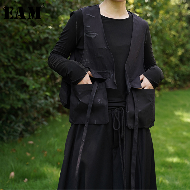 [EAM] 2019 New Spring V-collar Sleeveless Khaki Irregular Printed Stitch Loose Long Vest Women Fashion Tide JK594