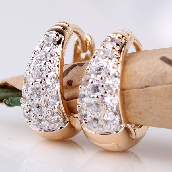 2020 Fashion New Gold-plated Inlaid Crystal Earrings Popular Popular and Beautiful Girl's Necessary Jewelry