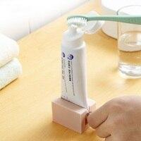 Kostenloser Versand Rolling Rohr Zahnpasta Squeezer Zahnpasta Spender Einfache Tragbare Halter Stand Badezimmer Zubehör Sets-in Zahnpasta-Squeezer aus Heim und Garten bei