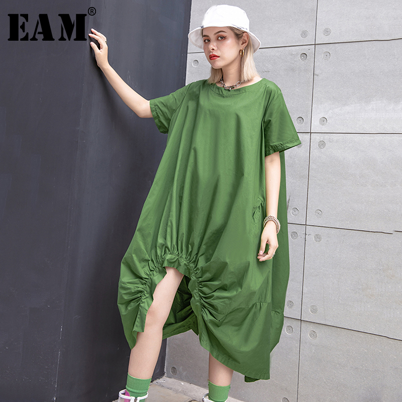 [EAM] Women Green Pleated Asymmetrical Big Size Dress New Round Neck Short Sleeve Loose Fit Fashion Spring Summer 2020 1T578