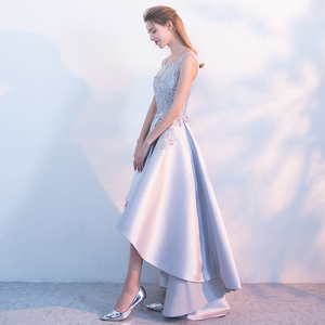 Image 5 - クリアランス販売宴会エレガントなグレーサテンイブニングドレス高/低ショートフロントロングバックレースアップリケフォーマルパーティードレス