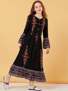 Image 4 - Muslim Women Dress Kids Girls Abaya Loose Kaftan Printed Long Sleeve Maxi Dress Buttons Robe Family Matching Outfits Dress O nec