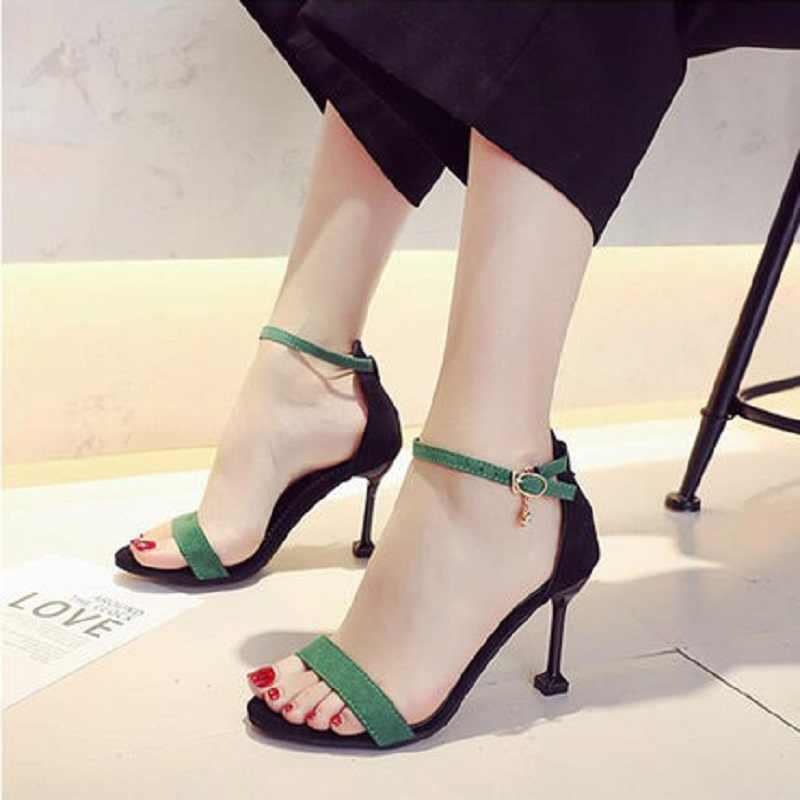 Cinghia delle donne con le scarpe singolo 2019 nuovo gatto con i sandali delle donne belle con selvaggio parola con il nero di alta tacchi