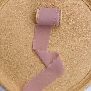 Image 4 - Cinta de seda de gasa con borde deshilachado hecha a mano, 3 uds., de madera con carrete, accesorio de Flatlay, cinta de flecos transparente para ramos de invitación de boda