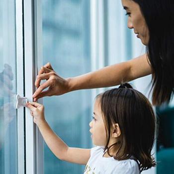 2 sztuk z tworzywa sztucznego ochrona dziecka z bezpieczne dla dziecka okno bezpieczeństwa drzwi blokada skrzydła dźwignia bezpieczeństwa uchwyt Sweep zatrzask zamki bezpieczeństwa tanie i dobre opinie Unisex W wieku 0-6m 7-12m 13-24m 25-36m 7-12y 12 + y CN (pochodzenie) Blokada do szafki Cabinet locks Drzwi szafy Gabinet zamki i paski