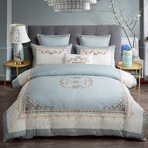 Роскошный Египетский хлопок шикарная корона вышивка пододеяльник набор синий белый лоскутное королева комплект постельного белья королев...