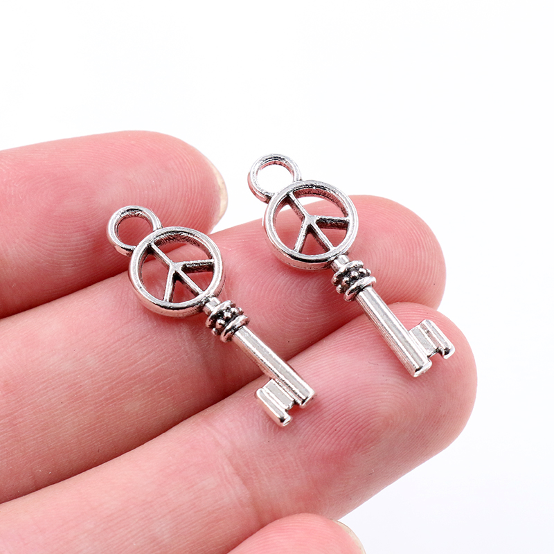 Vintage Silver Key Keychain Alloy Pendant Charms Jewelry Findings 20x13mm 20PCS