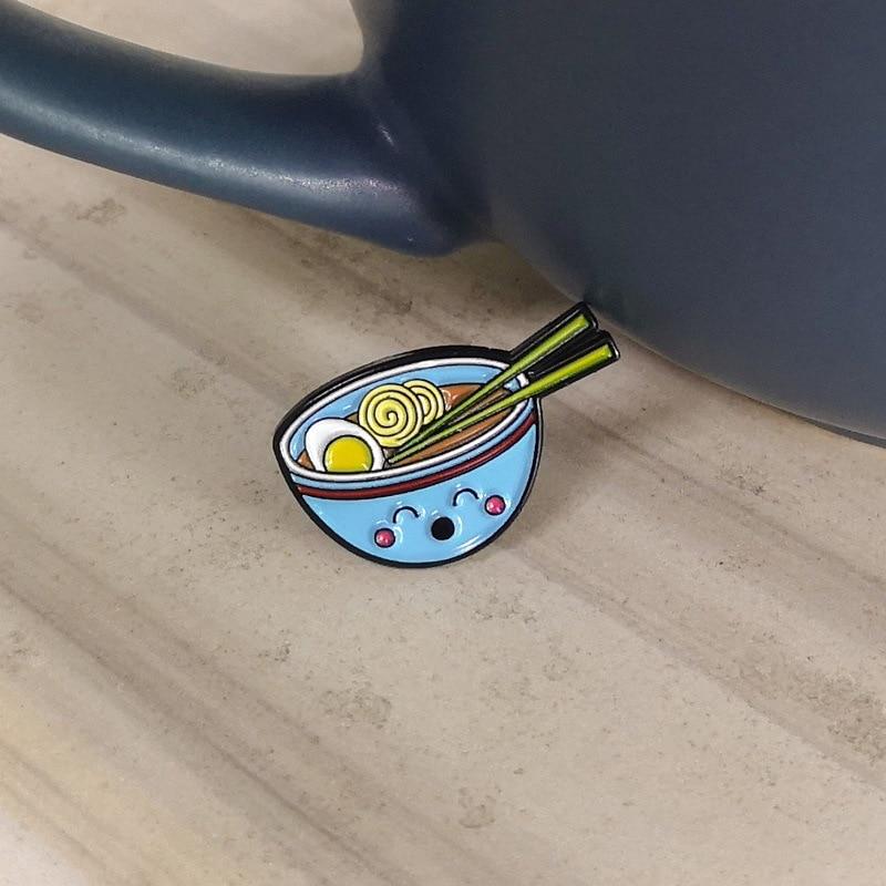 创意新款日系鸡蛋 面条蓝碗滴油胸针牛仔徽章3