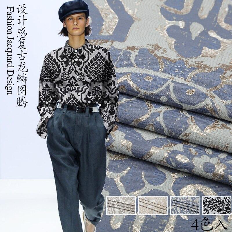 Tissu de mode jacquard personnalisé de haute qualité en or design rétro échelle de dragon totem jupe coupe-vent robe costume tissu