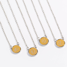 купить Fashion woman's gift  Round initial letter a-z pendant necklace alphabet chain necklace gold silver metal jewelry for women дешево