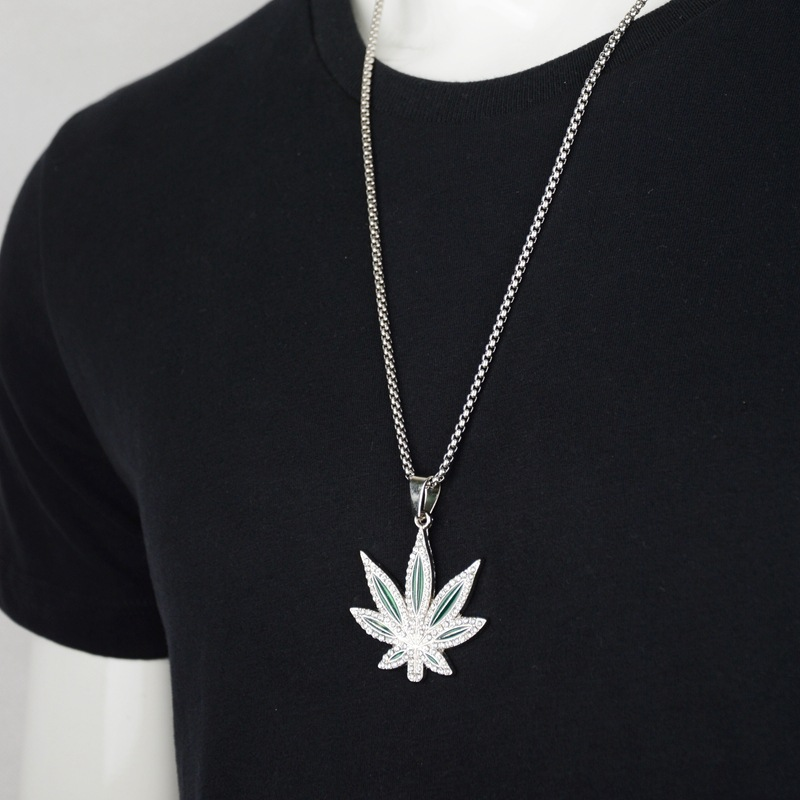 Купить с кэшбэком New Fashion Maple Leaf Pendant Necklace for Men Silver Color Hemp Leaf Pendent With  Ice Out Chain Necklace Fashion Jewelry Gift