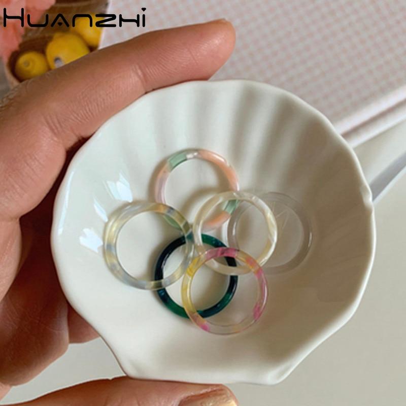 HUANZHI 2020 новые минималистичные индивидуальные Летние Красочные прозрачные кольца из смолы для женщин праздничные ювелирные изделия для стр...