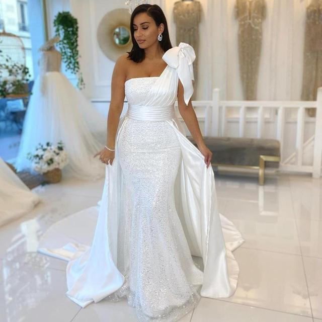 One Shoulder White Mermaid Wedding Dresses With Bow Satin And Sequined Overskirt Wedding Gowns Ribbons Bridal vestidos de novia 1