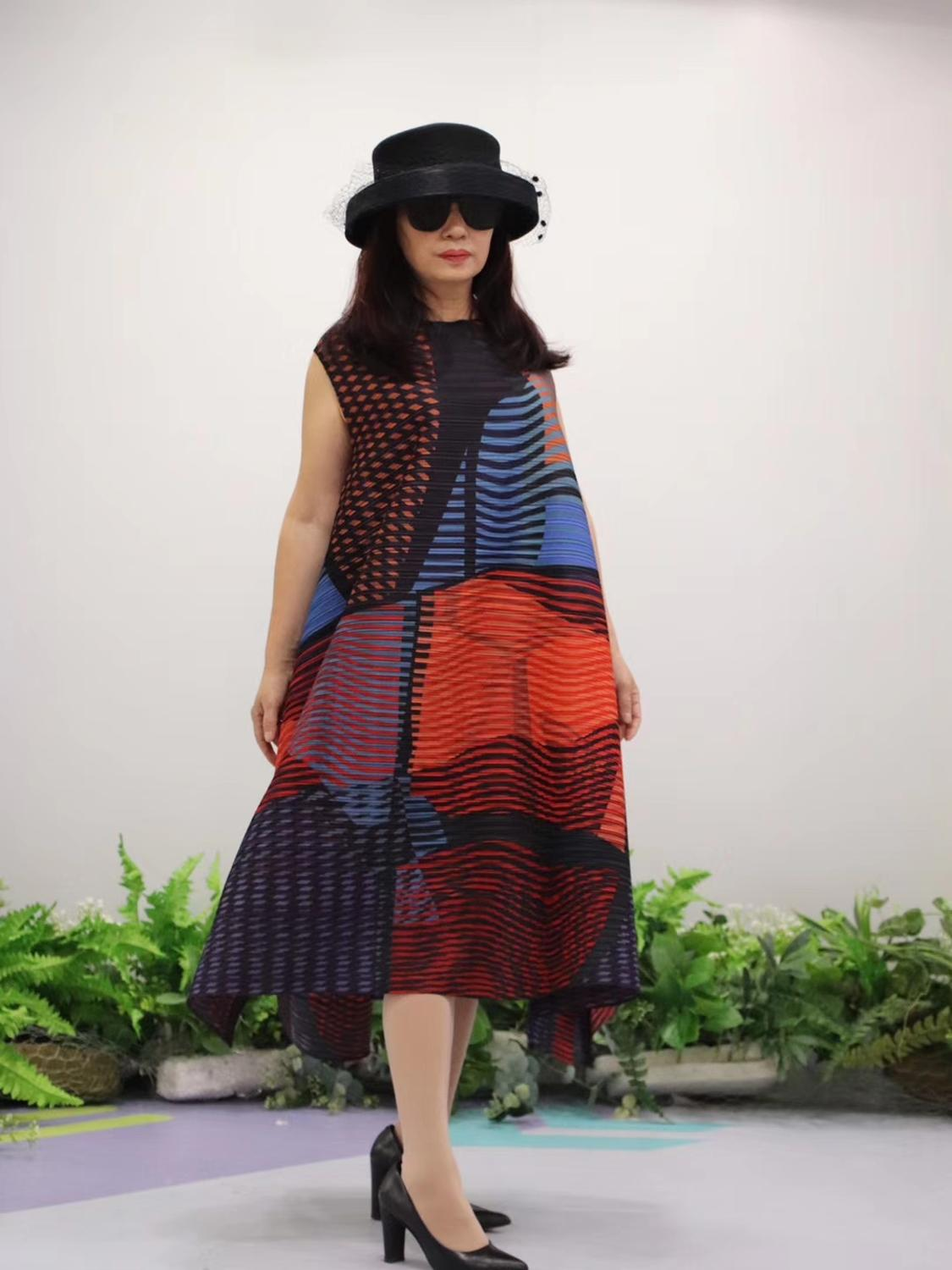 HOT SELLING Miyake Fold fashion stripe print o neck Nine points sleeve big A Line dress IN STOCK - 3