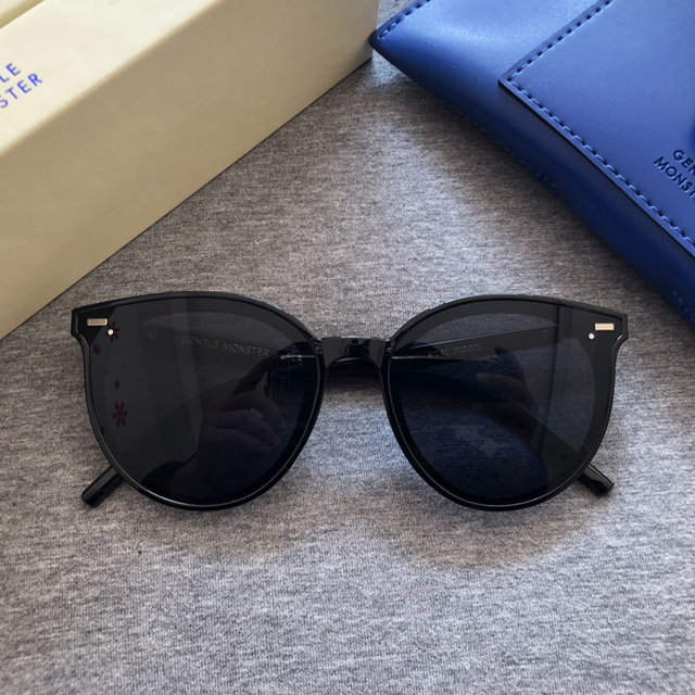2020 الأصلي مصمم لطيف الوحش النساء النظارات الشمسية الرجعية سيدة Vintage القط العين نظارات شمسية حزمة فاخرة شرق القمر مكبرة