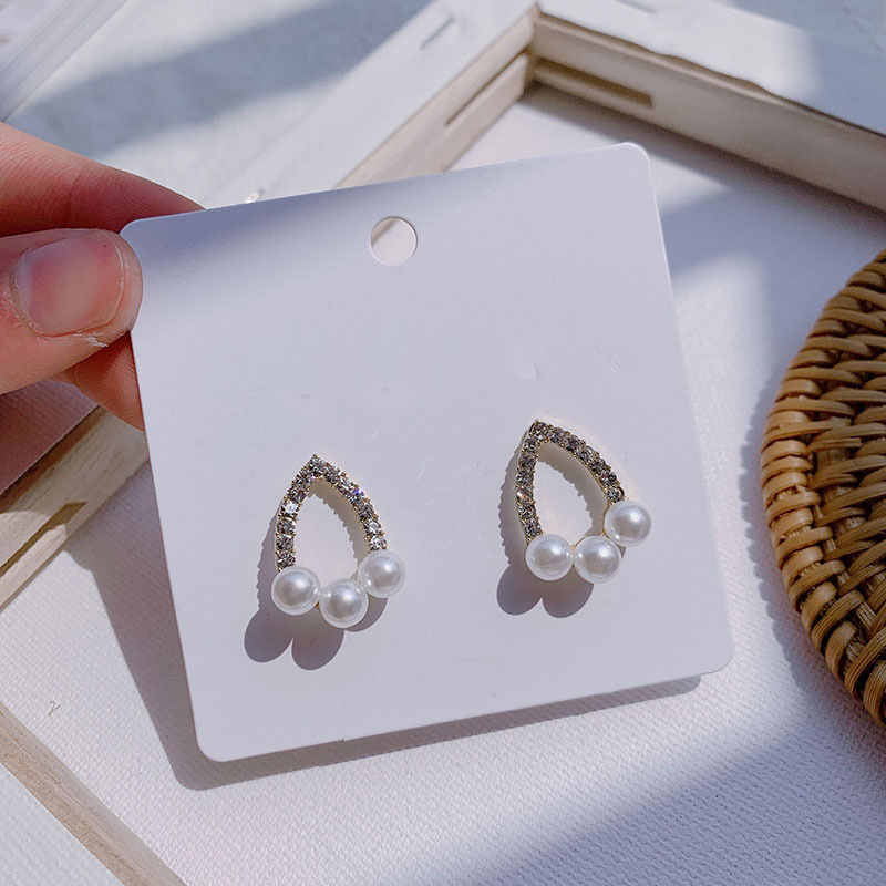 Korean Trend Personality Triangle Imitation Pearl Fashion Stud Earrings Elegant Prevent Allergy Exquisite Earrings High Quality