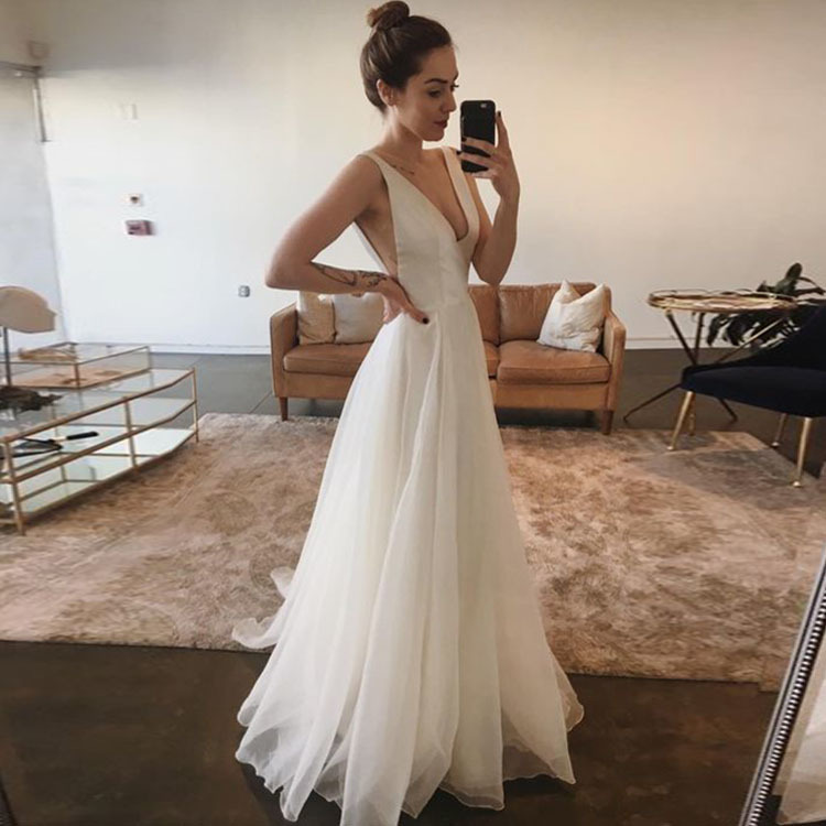 Real Photos Drop Shipping 2019 New Supper Sexy Deep V-neck Evening Dress Long Puffy Party Dress White Women Tulle Dress