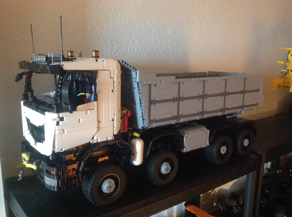 Technic moc 5287 dump truck 8x8 designed by lucioswitch81