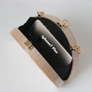 Image 2 - 새로운 패션 액세서리 여자 귀여운 가방 아크릴 베이지 솔리드 디너 핸드백 여자 독특한 체인 이브닝 백 유행 파티 클러치 지갑