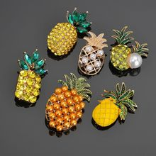 2019 Fashion Cartoon Pineapple Enamel pin Brooch Yellow Gold pineapple fruit Broochs For Women Clothing Decoration Jewelry