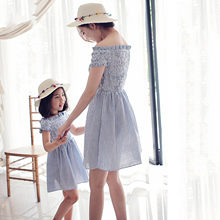Robe d'été pour mère et fille, tenue Parent-enfant, à rayures, asymétrique, épaule dénudée, pour fille, E1