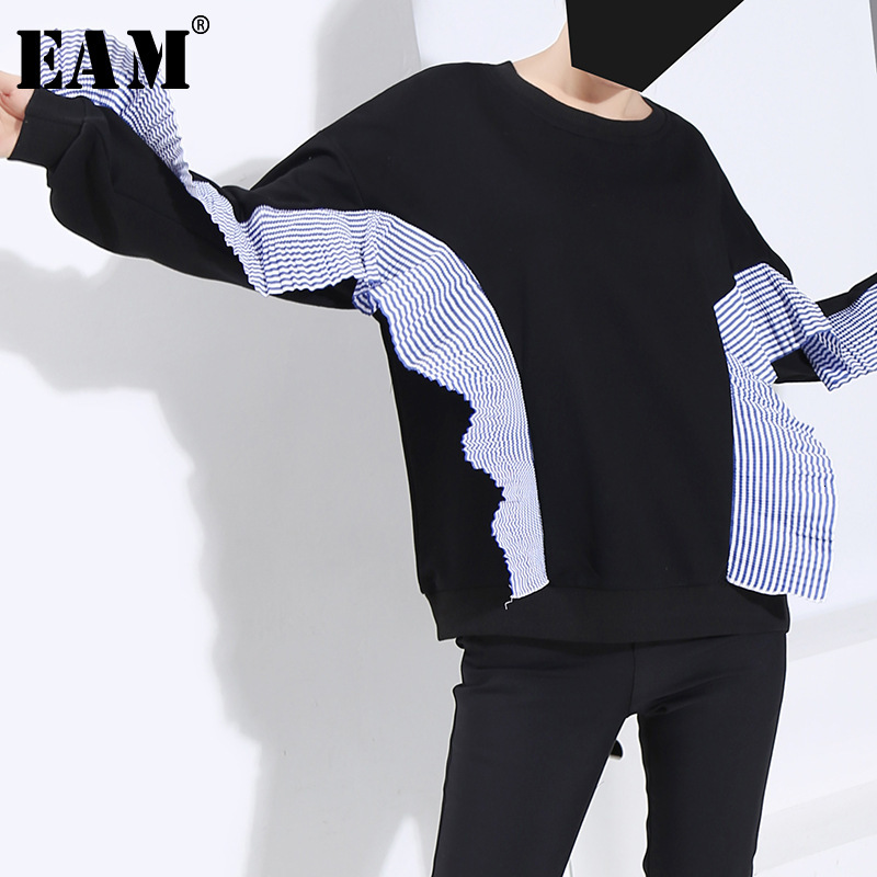 [EAM] Loose Fit Black Striped Pleated Split Sweatshirt New Round Neck Long Sleeve Women Big Size Fashion Tide Spring 2020 1M930