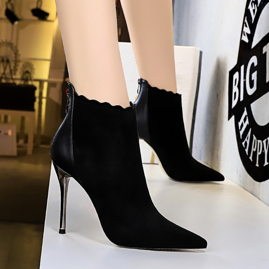 black bootie pumps