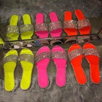 Strass étincelant couleur bonbon pantoufles 2020 femmes maison bascule chaussures décontractées peau de serpent diamant plat en plein air sandales sauvages