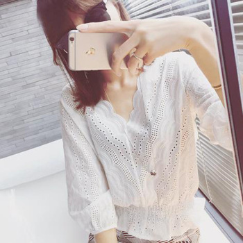 Korean Version of the Wave White V-Collar Crochet Hollow Lace Upper Garment Waist Hugging qi fen xiu restonic shan Female image